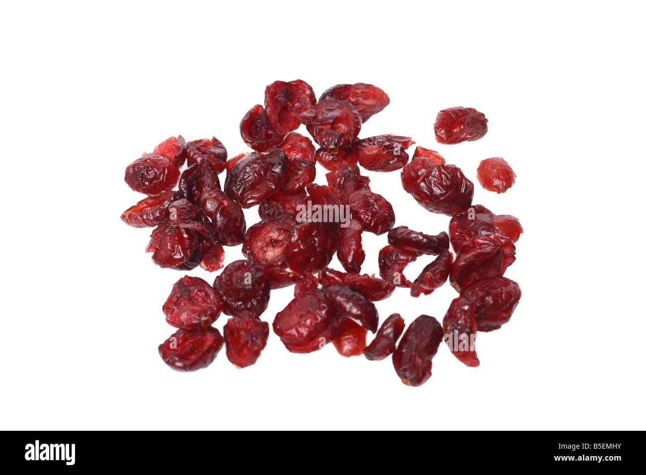 Getrocknete Cranberries Ausschnitt auf weißem Hintergrund Stockbild