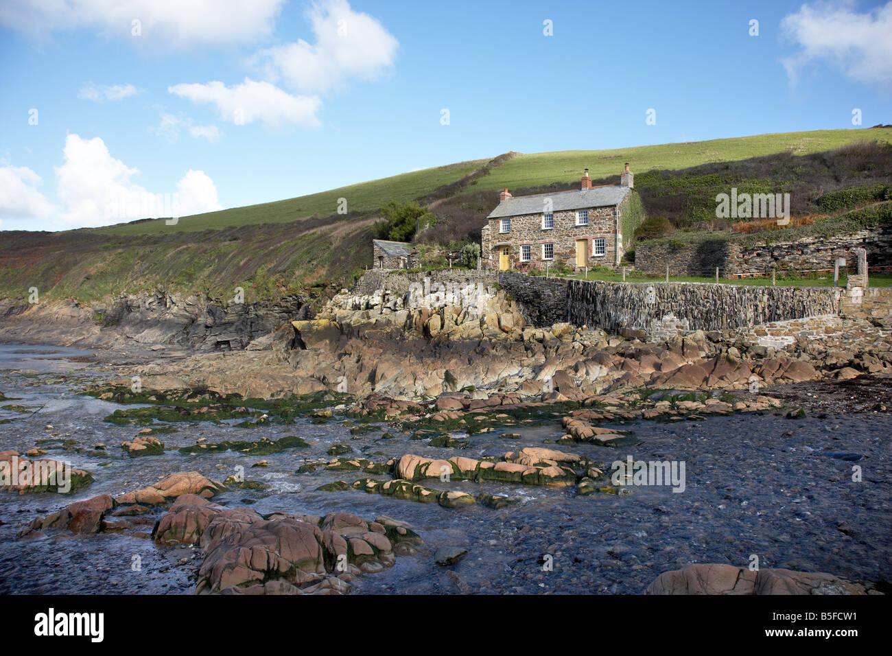 Magnificent Traditionellen Kornischen Fishermans Cottage In Port Quin Interior Design Ideas Pimpapslepicentreinfo