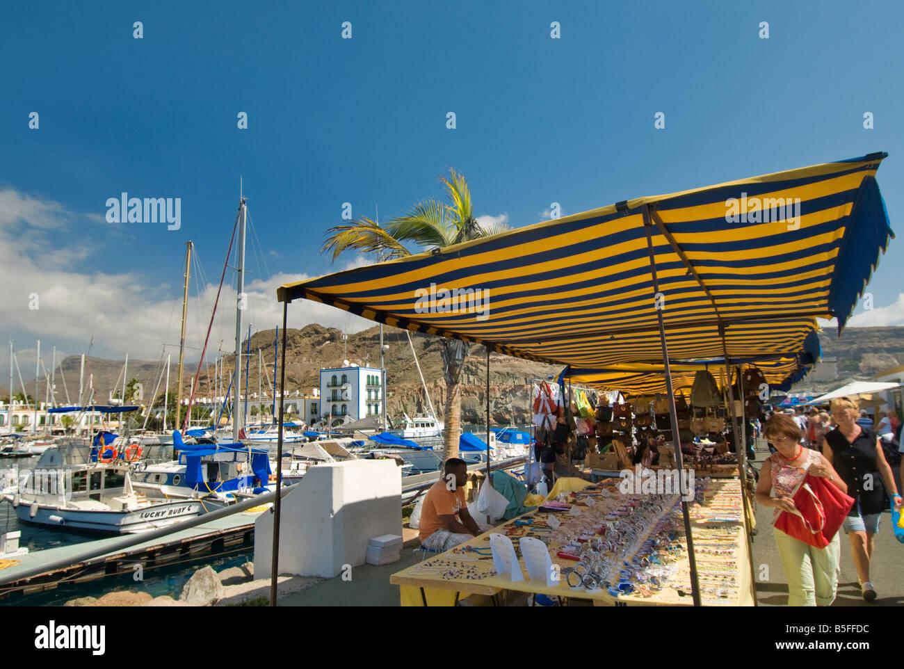 Puerto de Mogan beliebte Freitag allgemeine Markt unter freiem Himmel im Luxus Marina Resort Gran Canaria Kanaren Stockbild