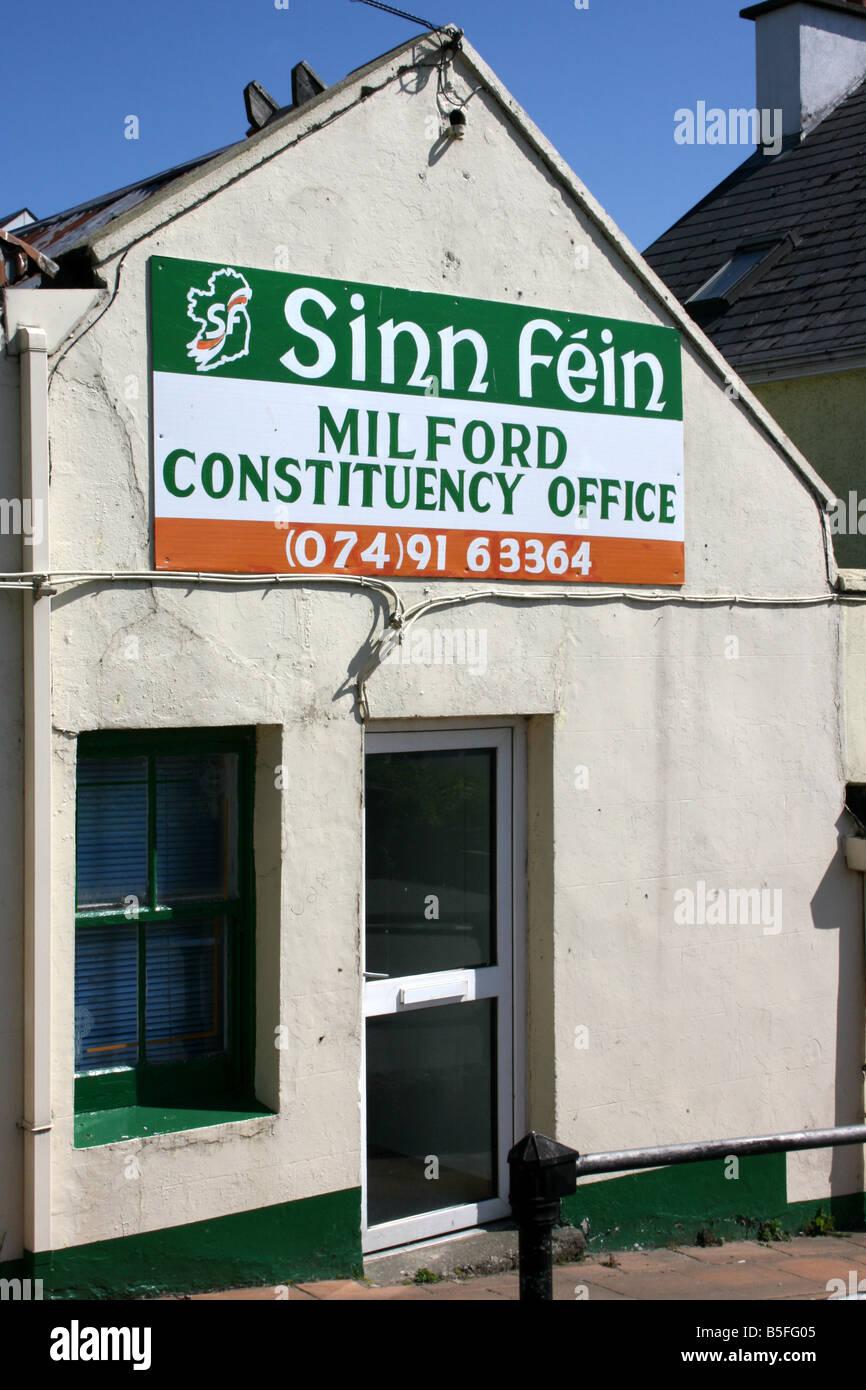 Sinn Féin-Büros in der Stadt von Milford, County Donegal, Irland Stockbild