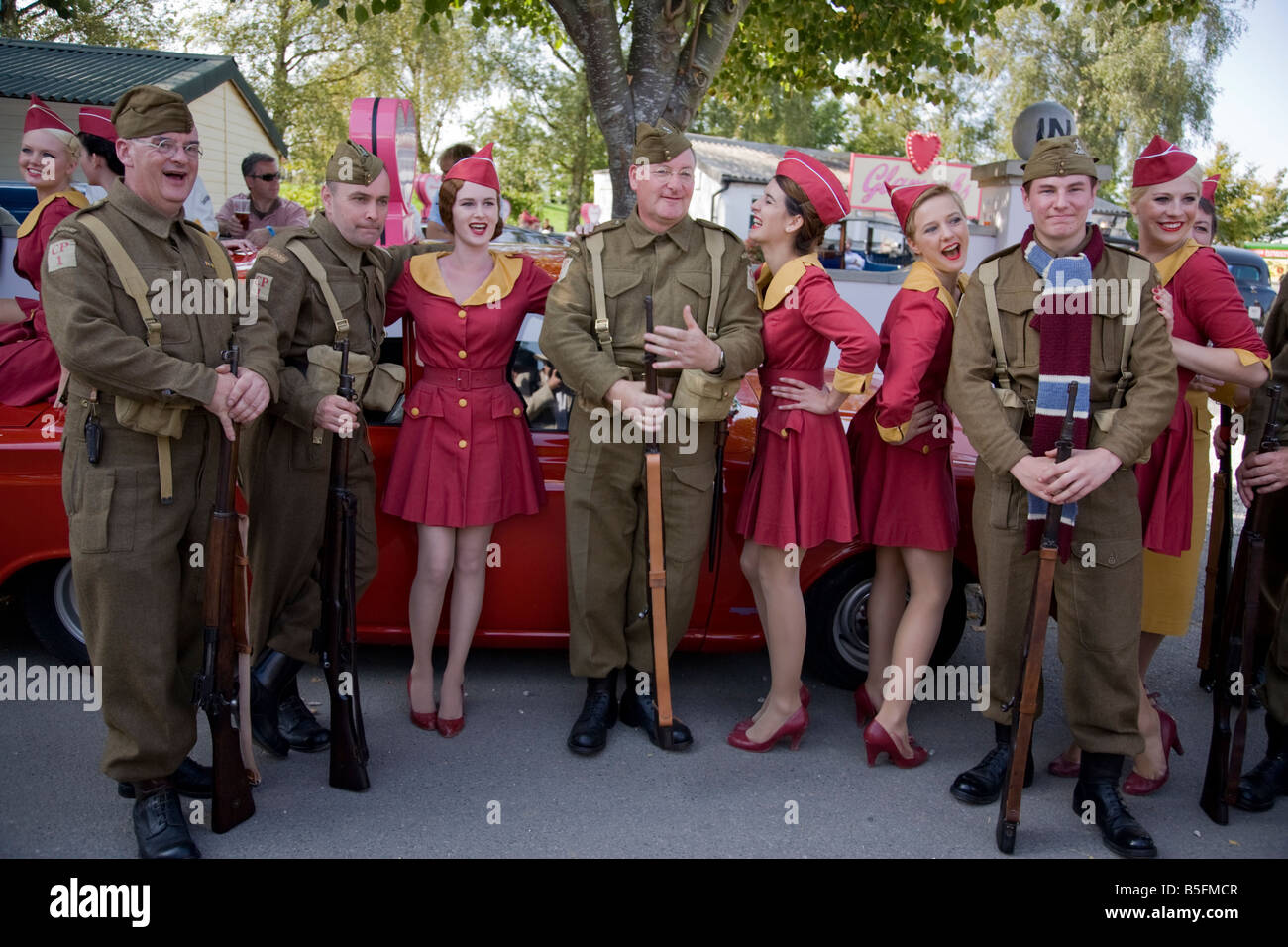 Goodwood Revival Faschings Papas Armee und Glam-Kabinen Stockbild