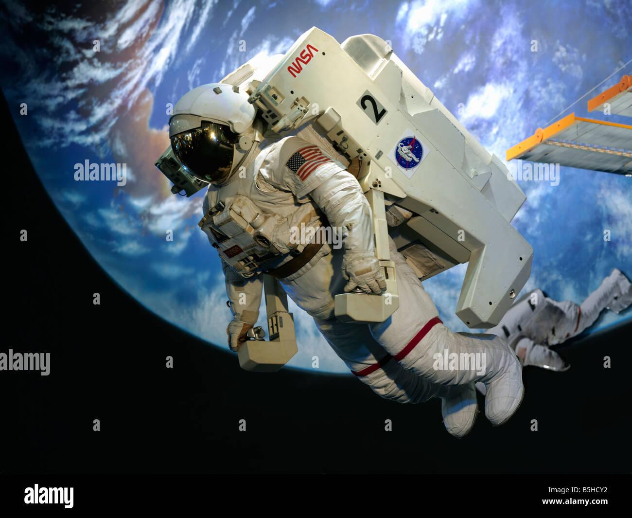 USA, Texas, Houston, Lyndon B Johnson Space Center Astronaut und Welt anzeigen im museum Stockbild