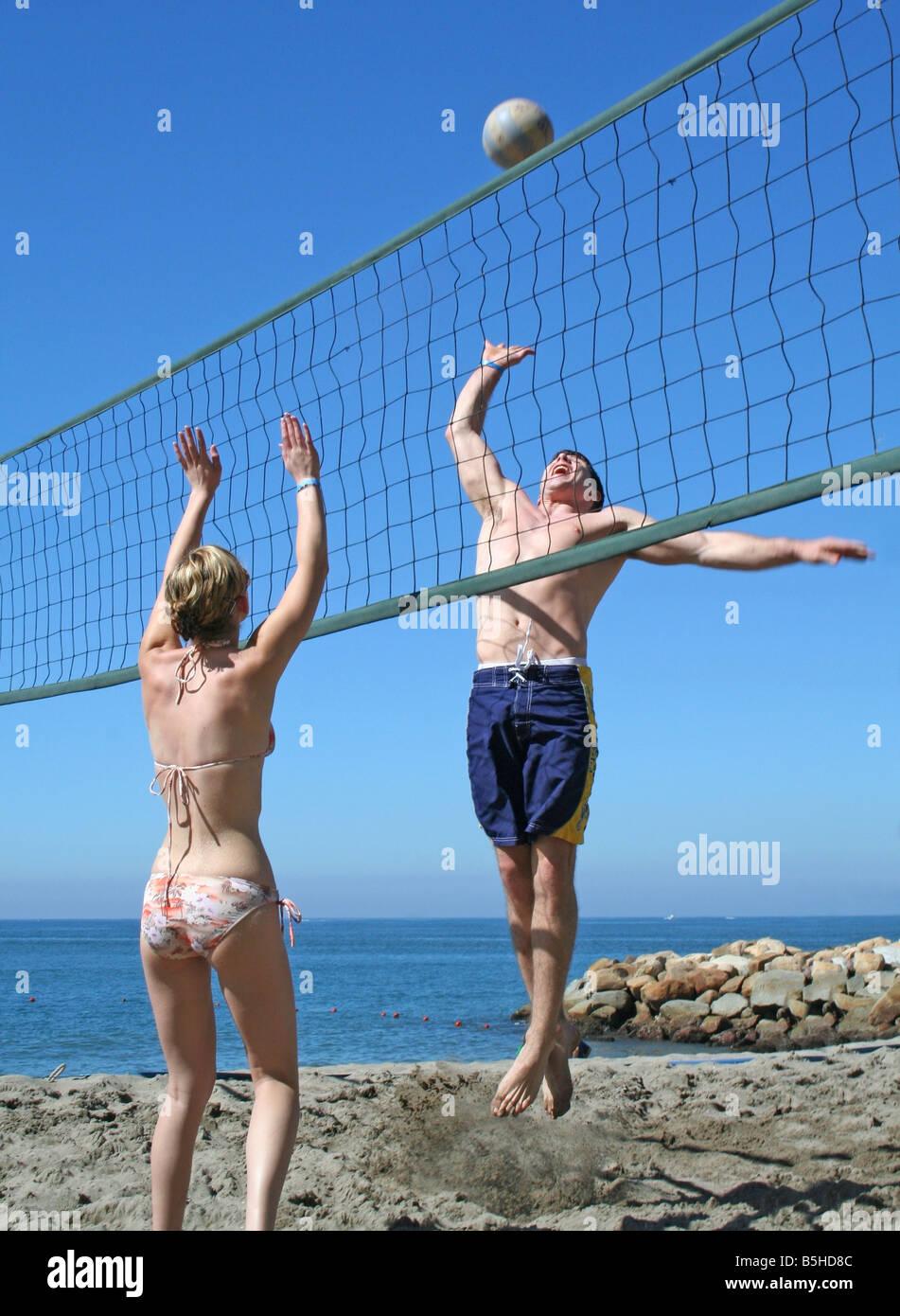 Volleyball Spielen Stockfotos Volleyball Spielen Bilder Alamy