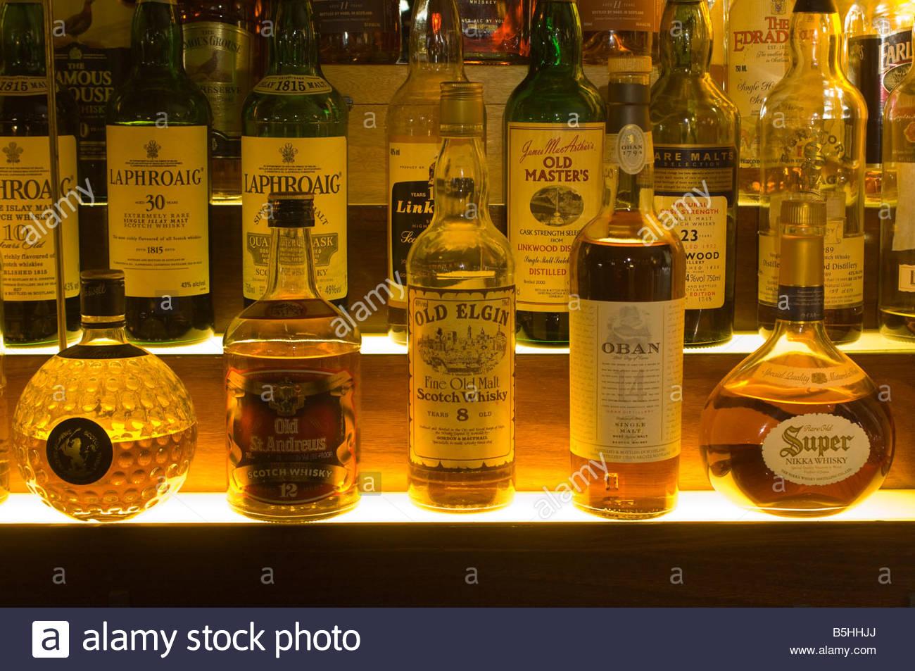 Whisky Bottles Bar Stockfotos & Whisky Bottles Bar Bilder - Seite 2 ...