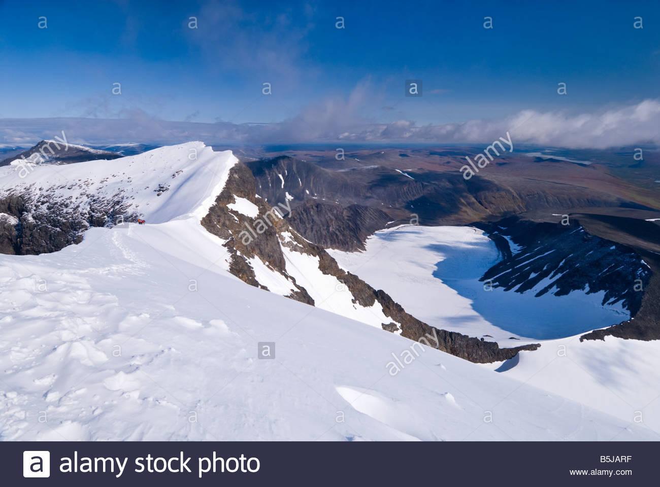Von der Spitze des Kebnekaise, Schwedens höchstem Berg mit Blick auf den Nordgipfel. Stockbild