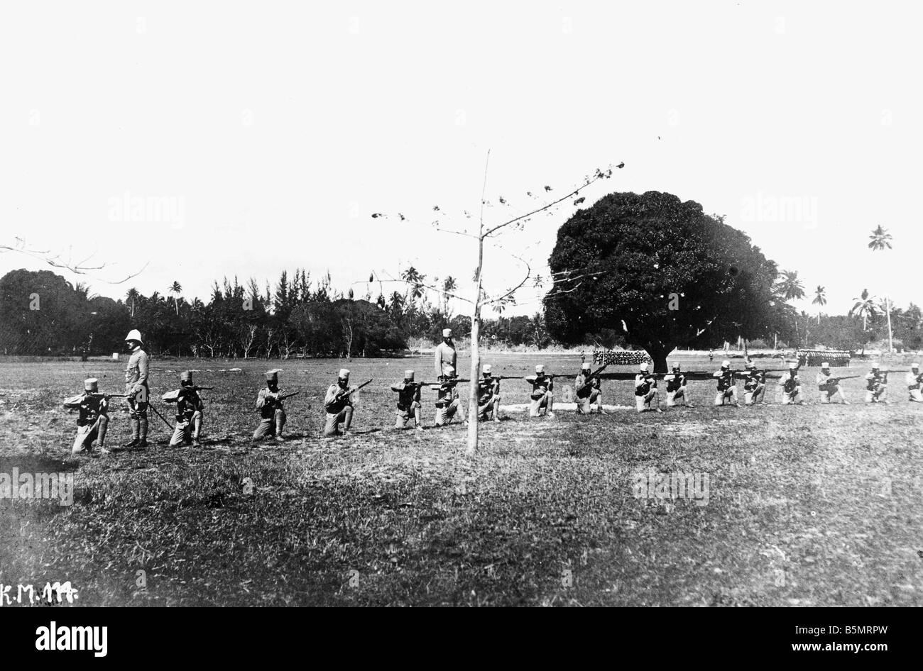 9AF 1914 0 0 A1 1 Hilfstruppen Deutsch-Ostafrika Weltkrieg Krieg in den Kolonien Deutsch-Ostafrika heute Tansania Training Stockfoto