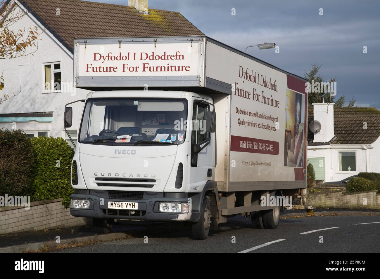 North Wales UK Van sammeln unerwünschte Möbel Umverteilung verhindert senden an land füllen lokalen Stockbild