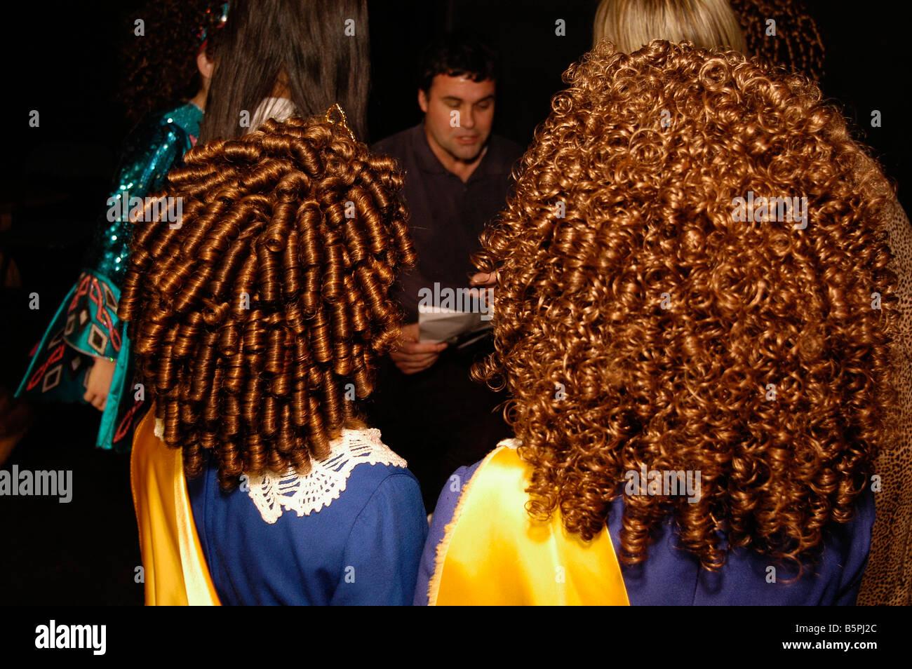 Junge Madchen Mit Ausgefallenen Frisuren Warten Auf Ihre Chance Auf