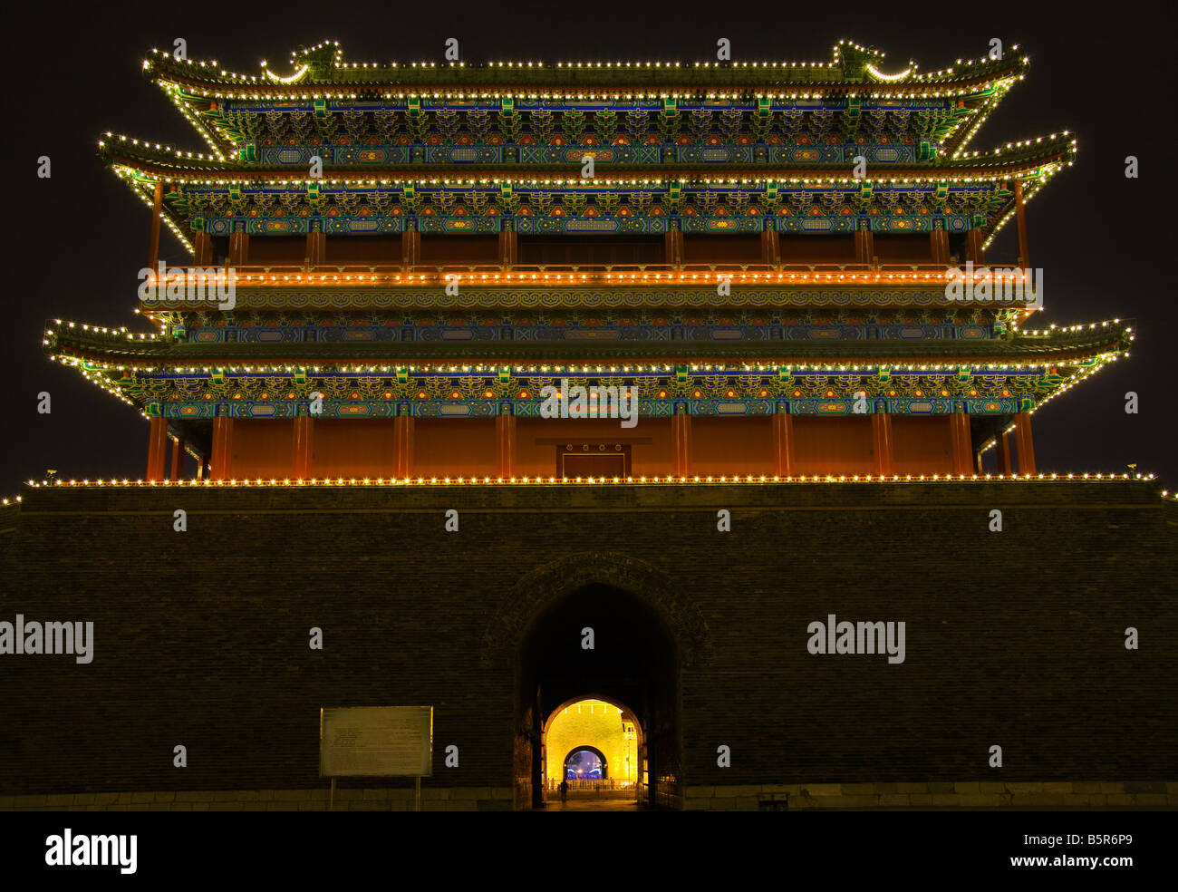 Qianmen Tor Zhengyang Männer betrachten Pfeil Turm Platz des himmlischen Friedens Beijing China Nachtaufnahme Stockfoto