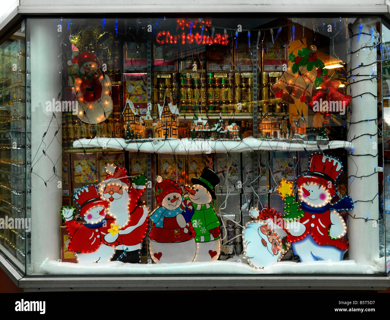 christmas shop stockfotos christmas shop bilder alamy. Black Bedroom Furniture Sets. Home Design Ideas