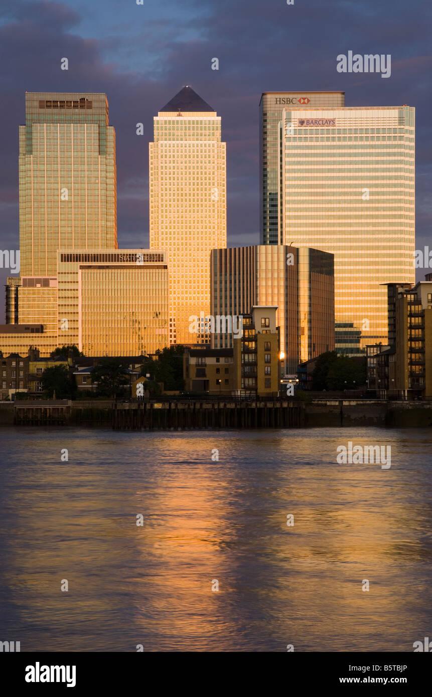 UK London Canary Wharf finanziellen Bezirk betrachtet über die Themse Stockbild