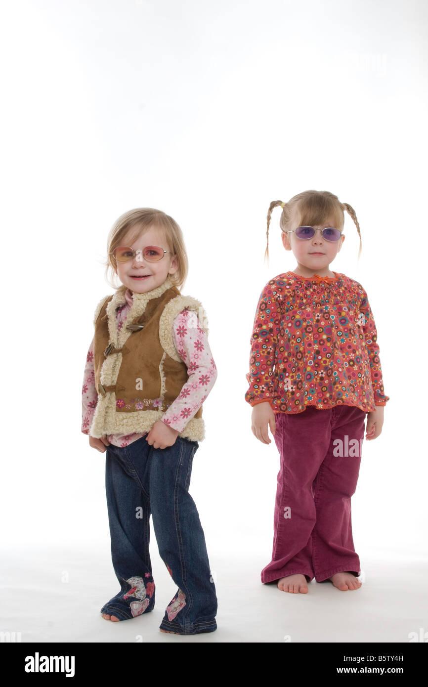 70er Jahre Coole Sonnenbrille 70er Madchen Junge Madchen Stockfotos