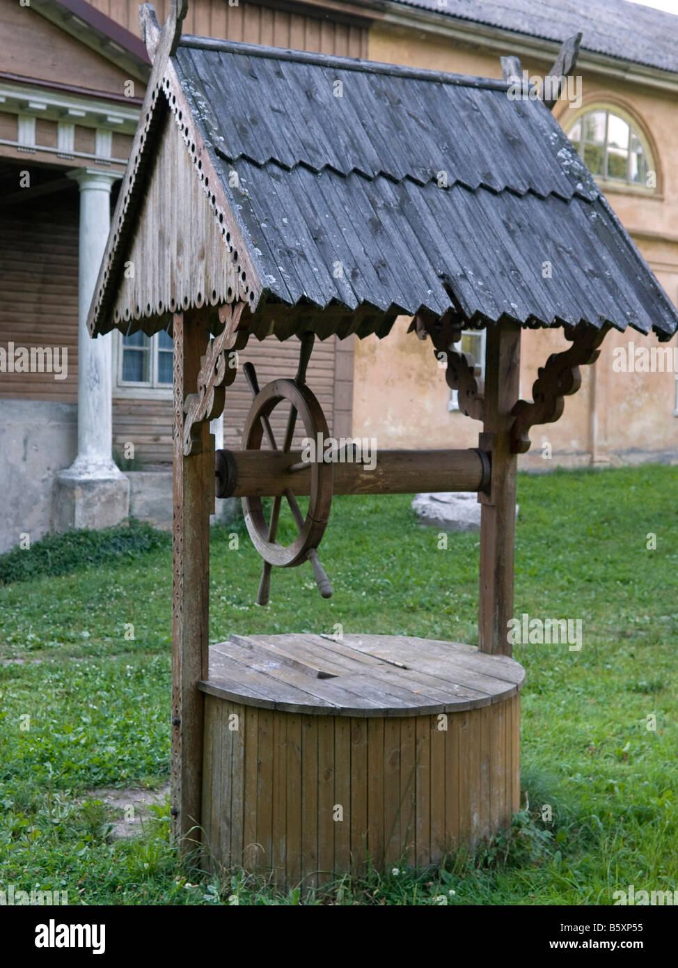auch für Trinkwasser auf dem Hof eines Anwesens in Veliuona Litauen Baltische Staaten Stockbild