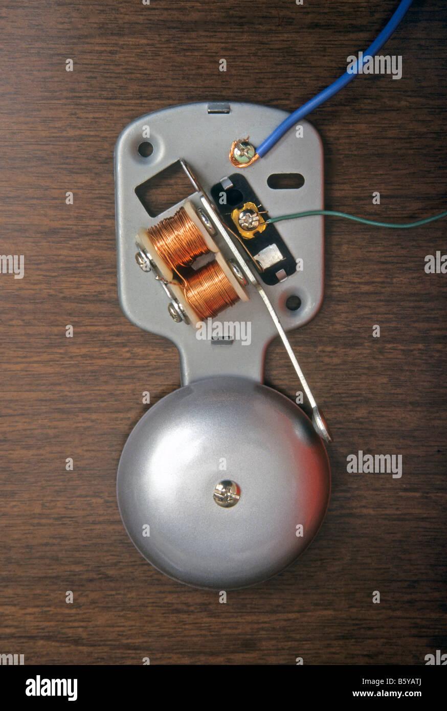 Beliebt Elektrische Klingel mit Deckel entfernt, um die inneren Teile zu OA79