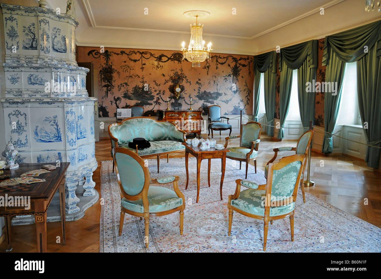 Salon Inneneinrichtung Mit Gefliesten Herd Und Möbel Schloss