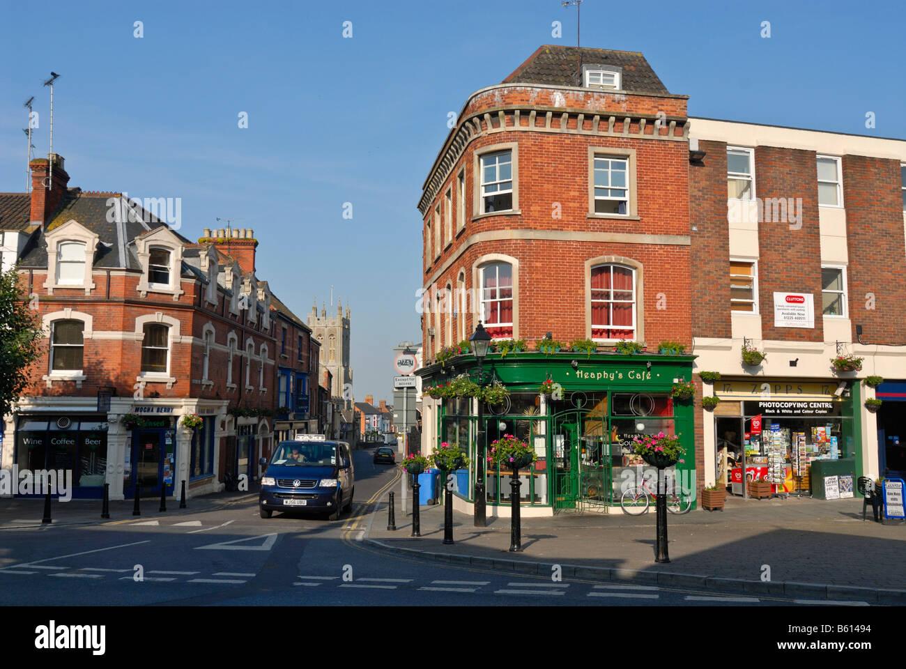 Zeile der Häuser in der inneren Stadt von Glastonbury, Ley-Linien ...