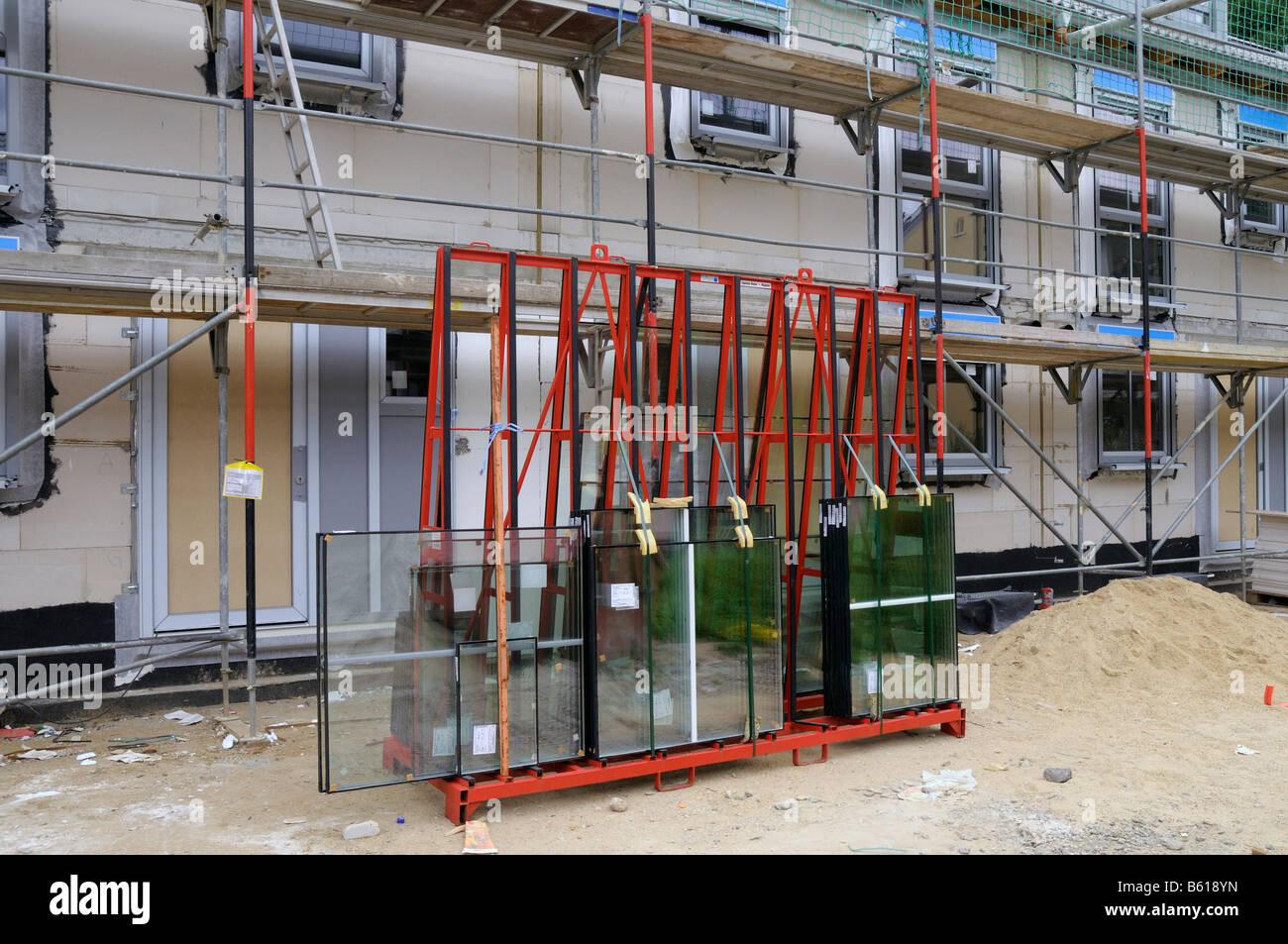 Isolierte Fenster zum bereit, vor Reihenhäusern, Bonn, Nordrhein-Westfalen Stockbild