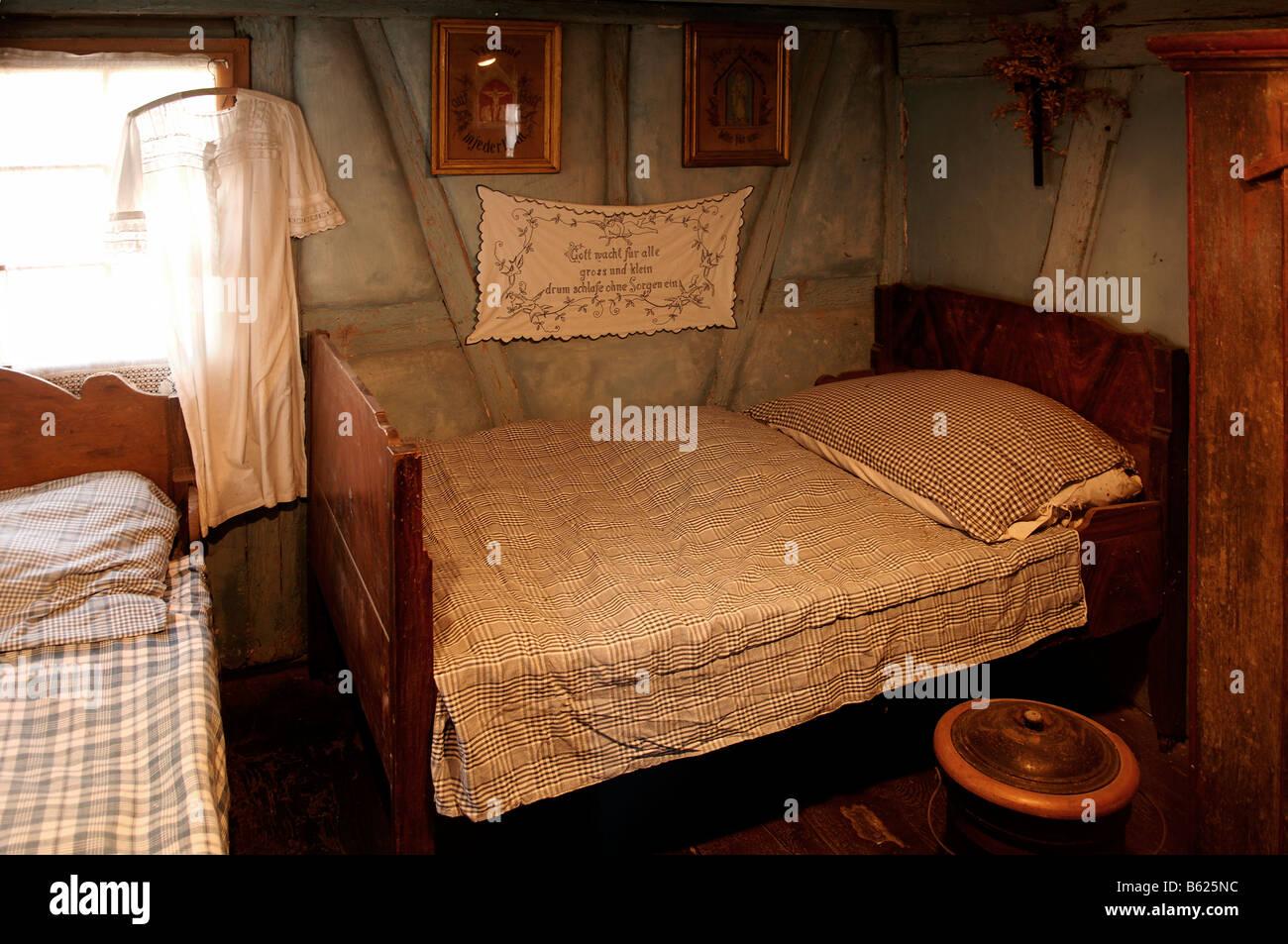 Altes Schlafzimmer von einem Alsace Bauernhaus, Eco-Museum ...