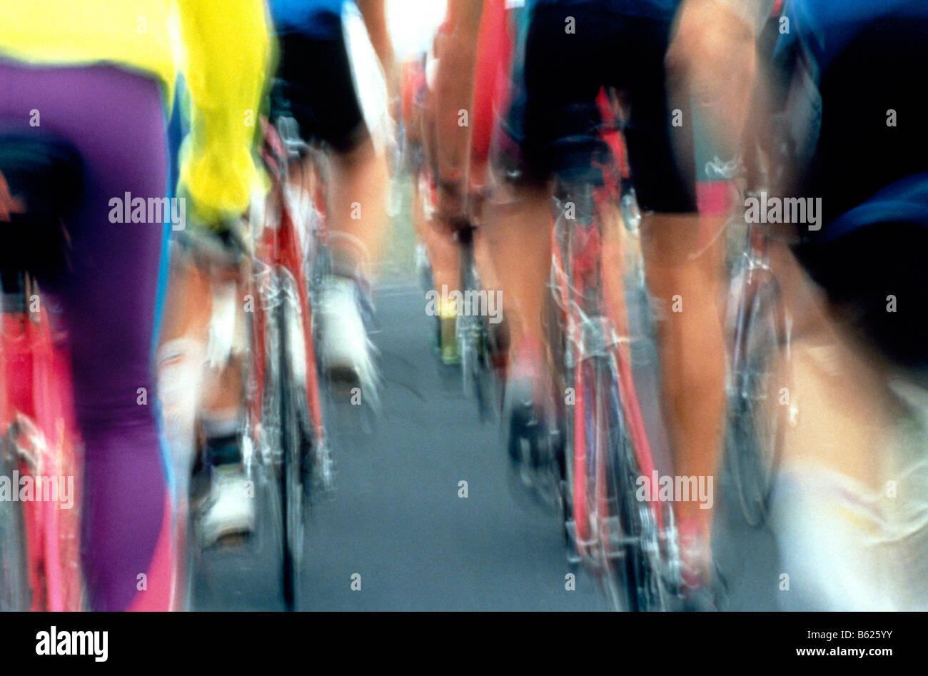 Windschatten Sie hinter einer Gruppe von Radfahrern Rennsport Stockfoto