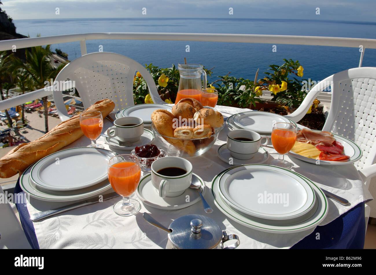 Frühstückstisch Im Sonnenschein