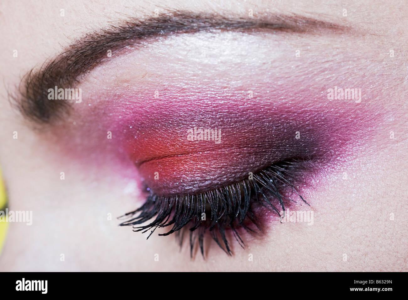 Kaukasische Frau Augen Make Up Mit Rosa Lidschatten Stockfoto Bild
