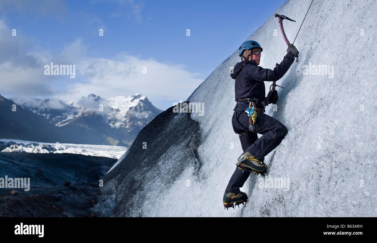 Eis-klettern auf Gletscher, Vatnajökull-Eiskappe, Ost-Island Stockbild