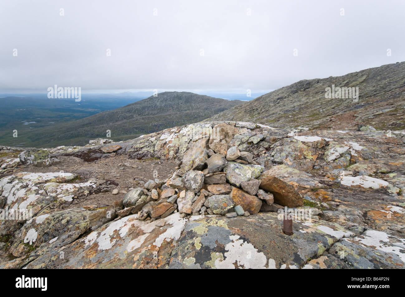 Künstliche Hügel aus Steinen auf dem Berg Åreskutan in Schweden. Stockbild