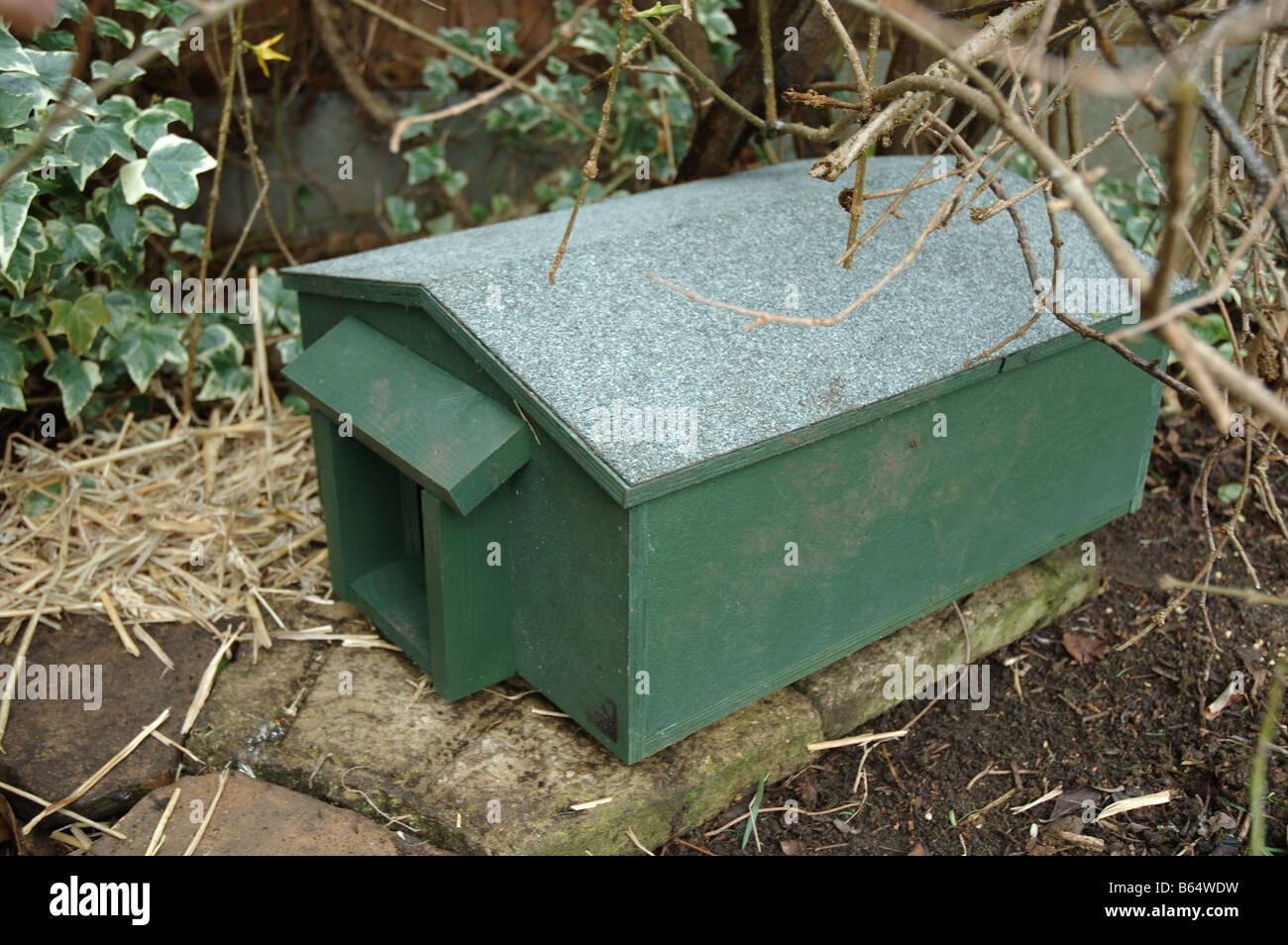 igelhaus in einem garten, england, uk stockfoto, bild: 21006101 - alamy