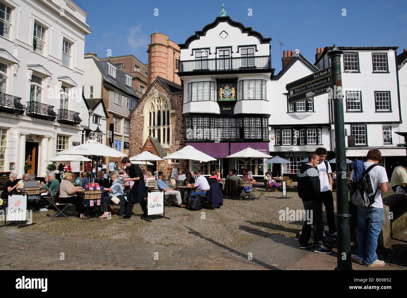 Kathedrale Green Exeter historische Gebäude und Speisen im Zentrum Stadt. Devon England UK Stockbild