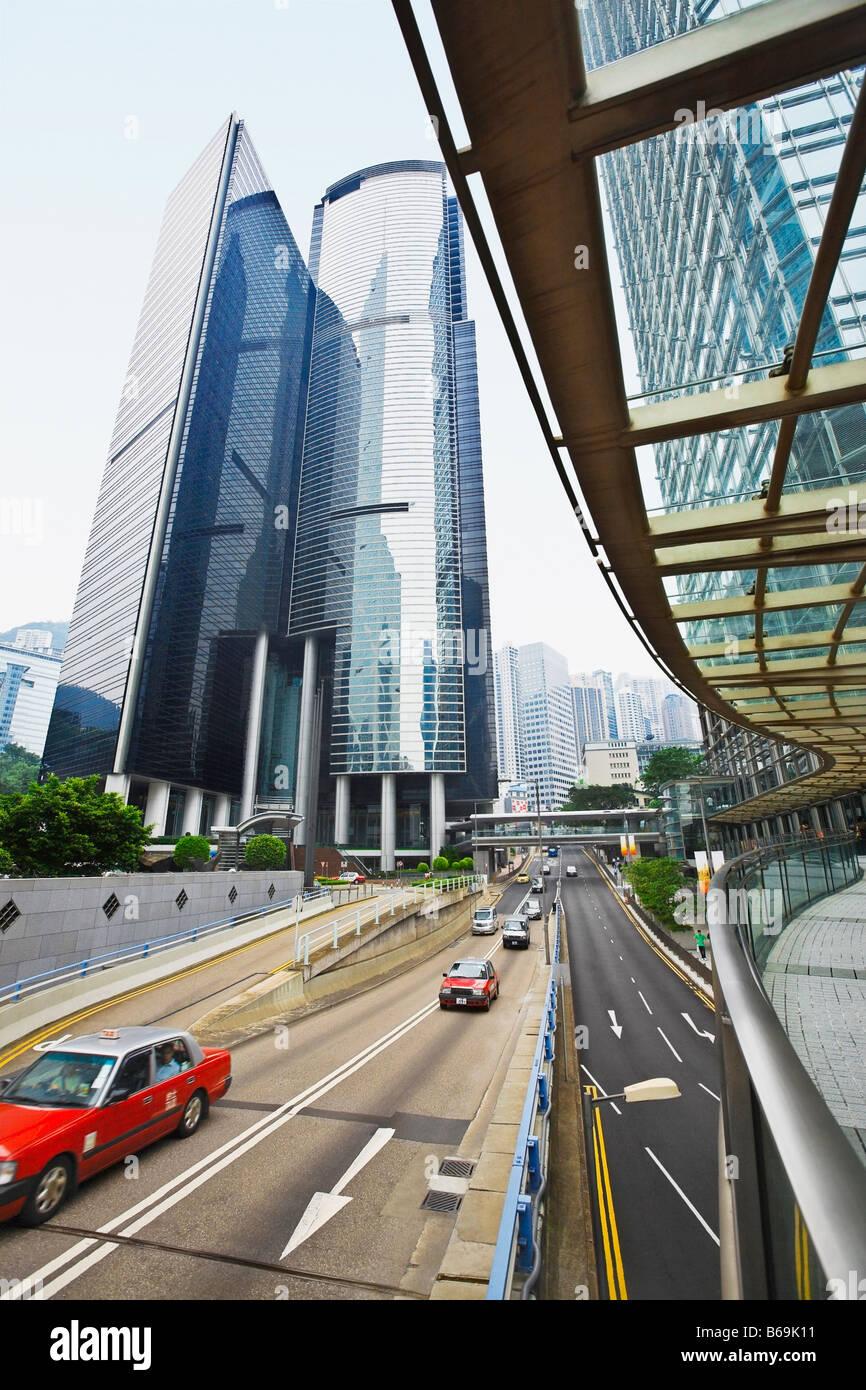 Verkehr auf der Straße, Des Voeux Road, Hong Kong Insel, China Stockbild