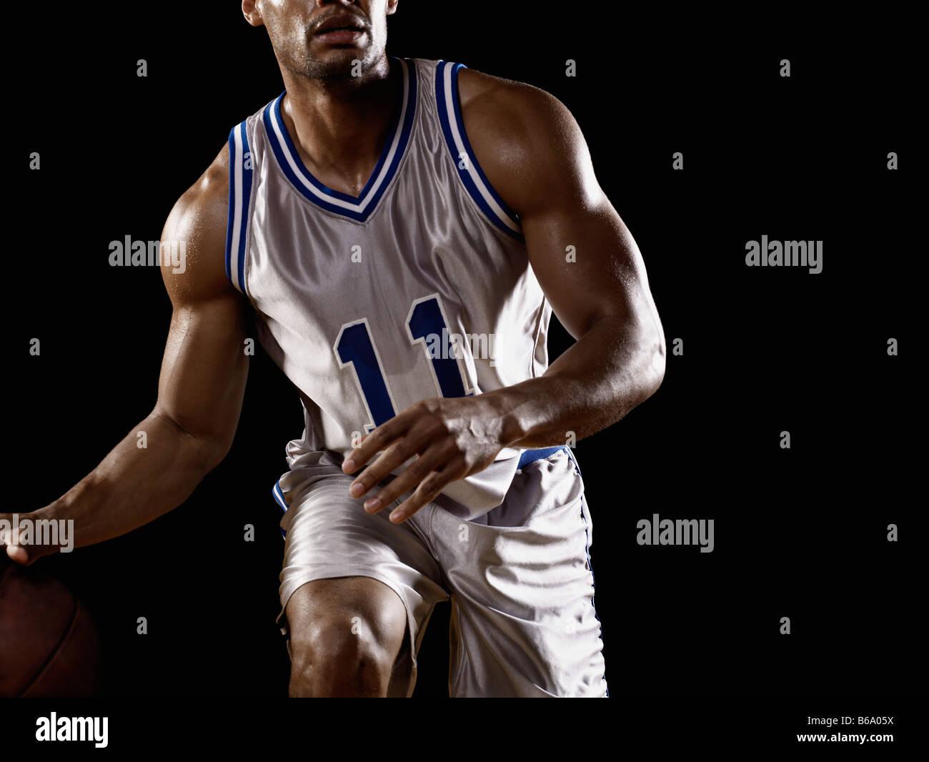 Gemischte Rassen Basketballspieler Basketball Prellen Stockfoto