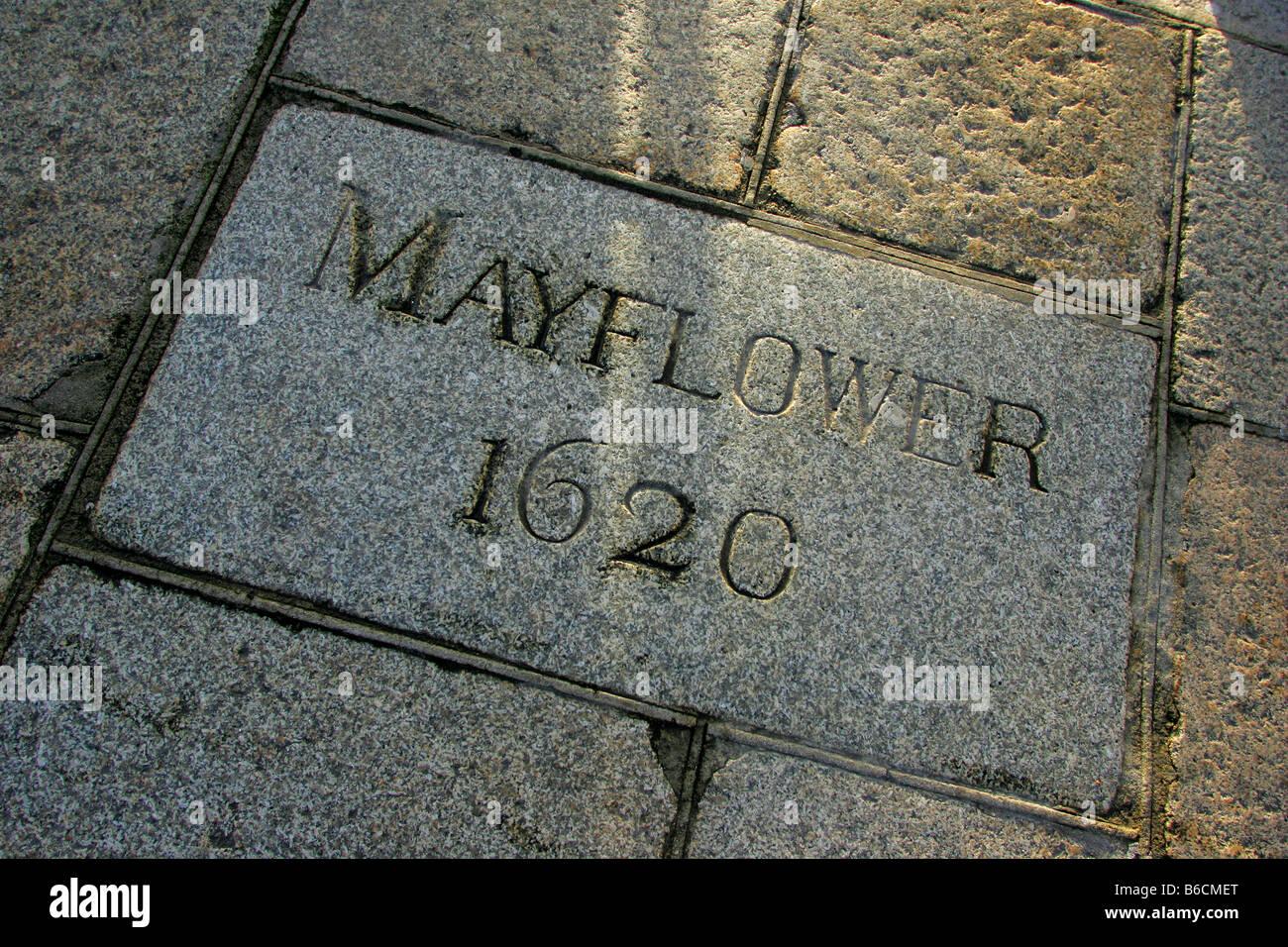 Gedenkstein in der Fahrbahn auf der Mayflower Schritte auf die Barbican in Plymouth, Devon. Stockbild