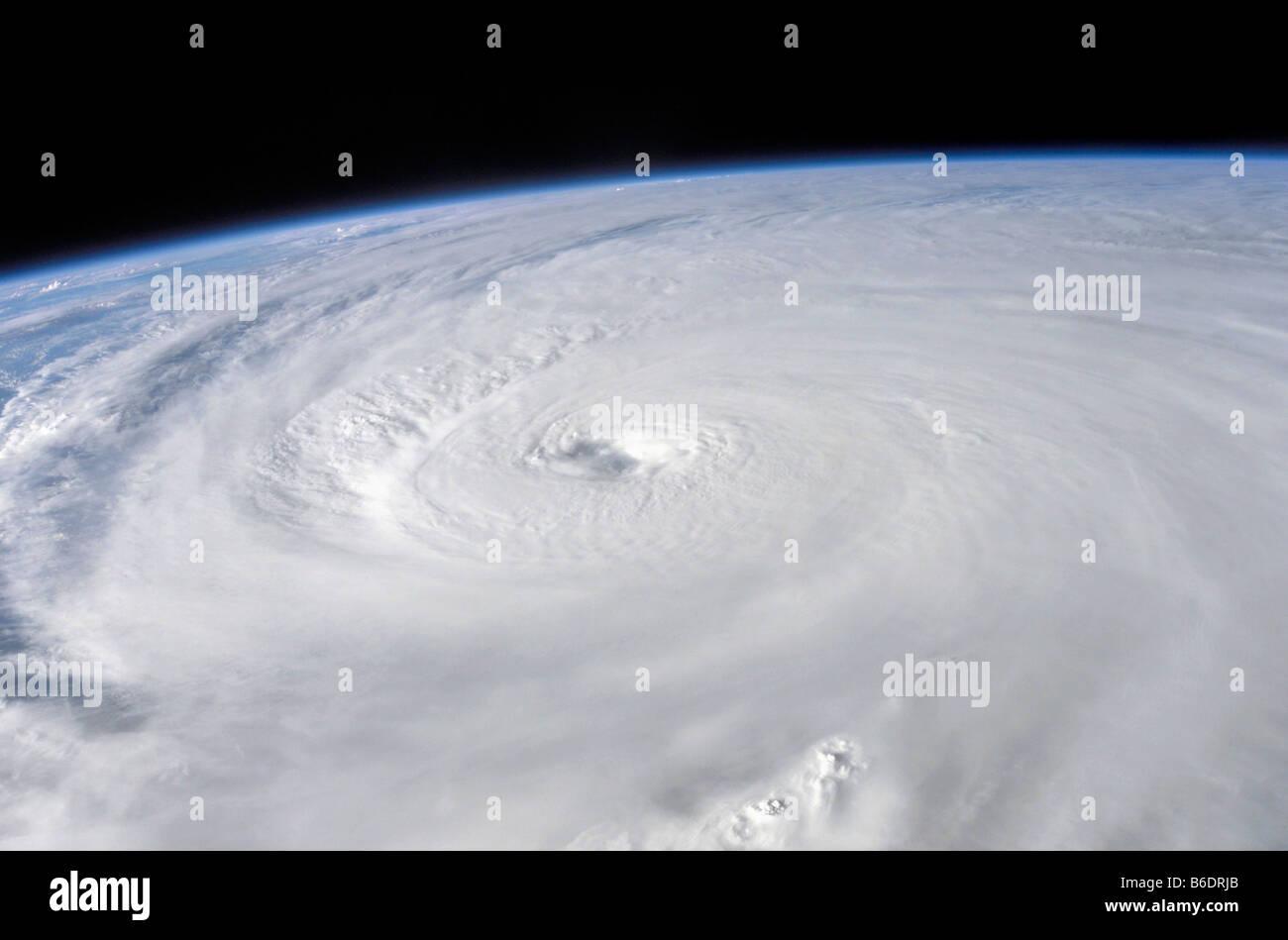 Hurrikan Ivan. Das Auge des Hurrikan Ivan, als Ivan war über der westlichen Halbinsel von Kuba, 13. September Stockbild