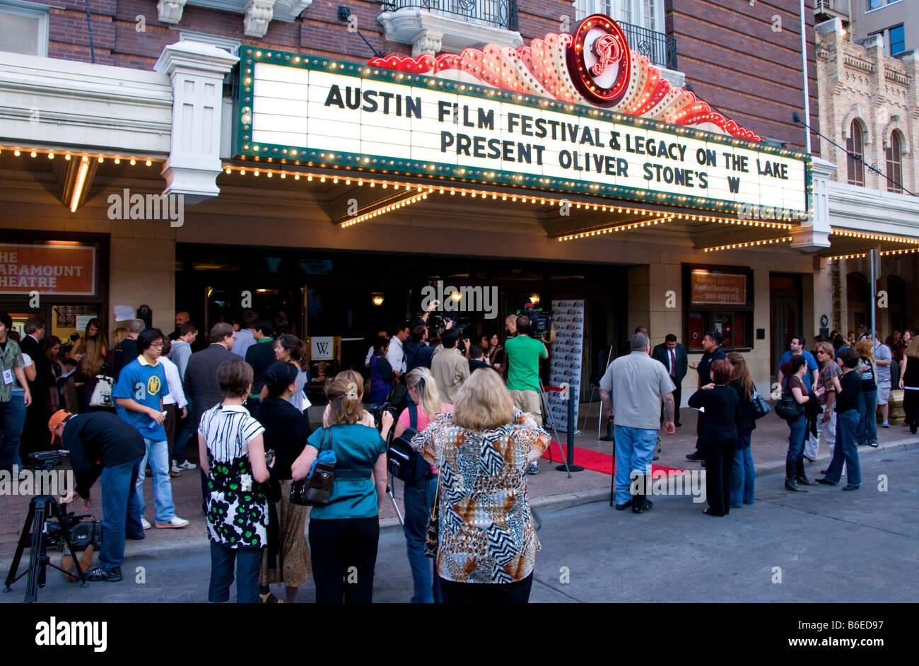 Austin Film Festival Premiere von Oliver Stone Film W im Paramount Theatre Stockbild