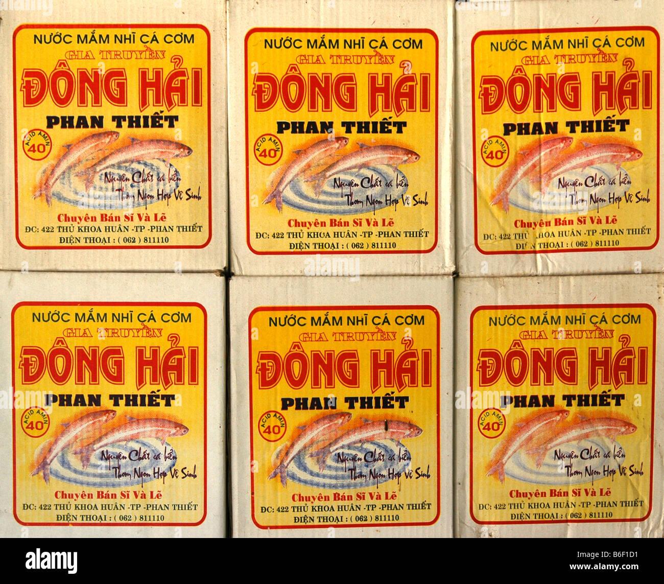 Verpackung von Fischsauce Nuoc Mam aus Vietnam, Südostasien Stockbild