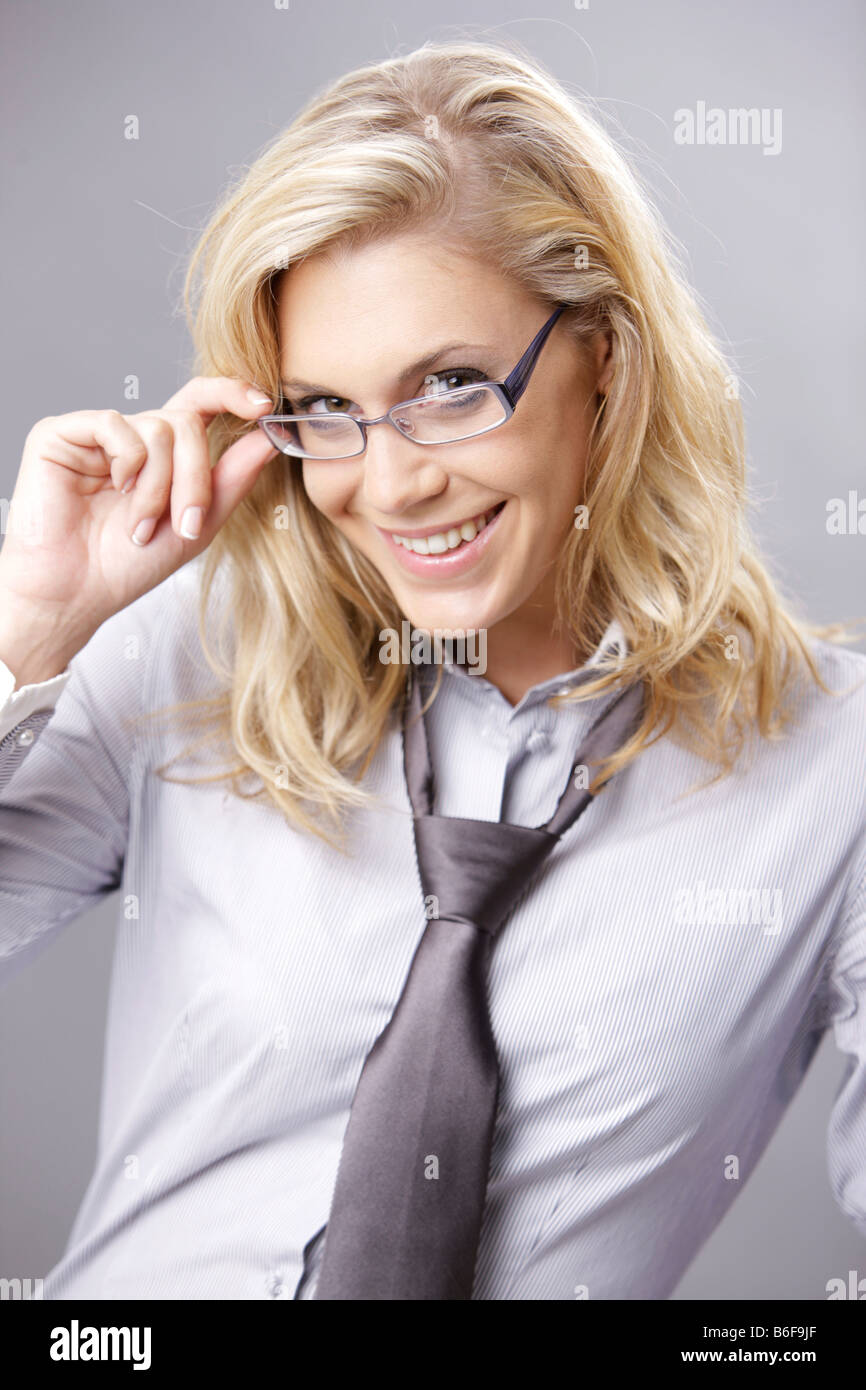 Junge Blonde Frau Im Business Outfit Stockfotografie Alamy