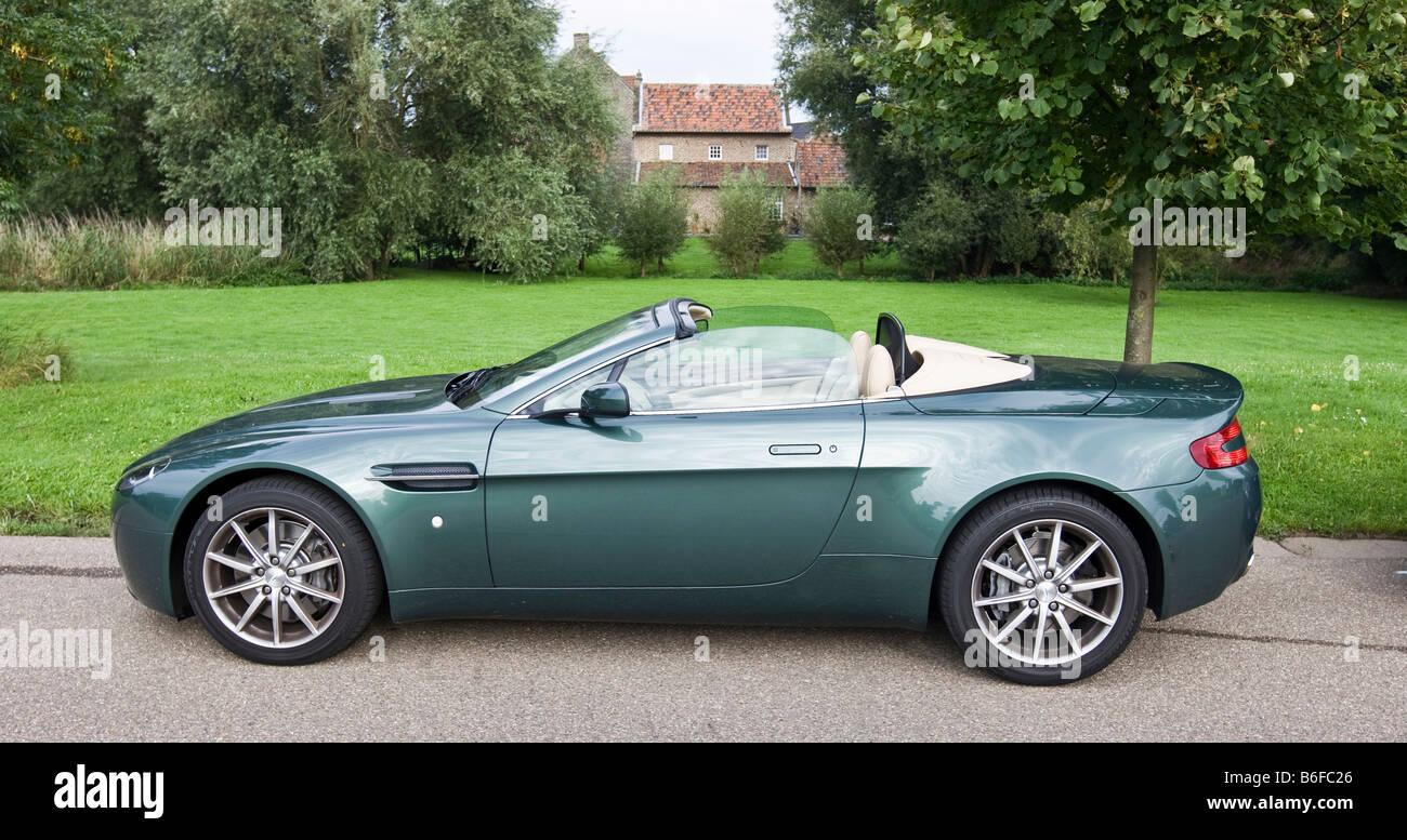 Aston Martin V8 Vantage Roadster Stockfotos Und Bilder Kaufen Alamy