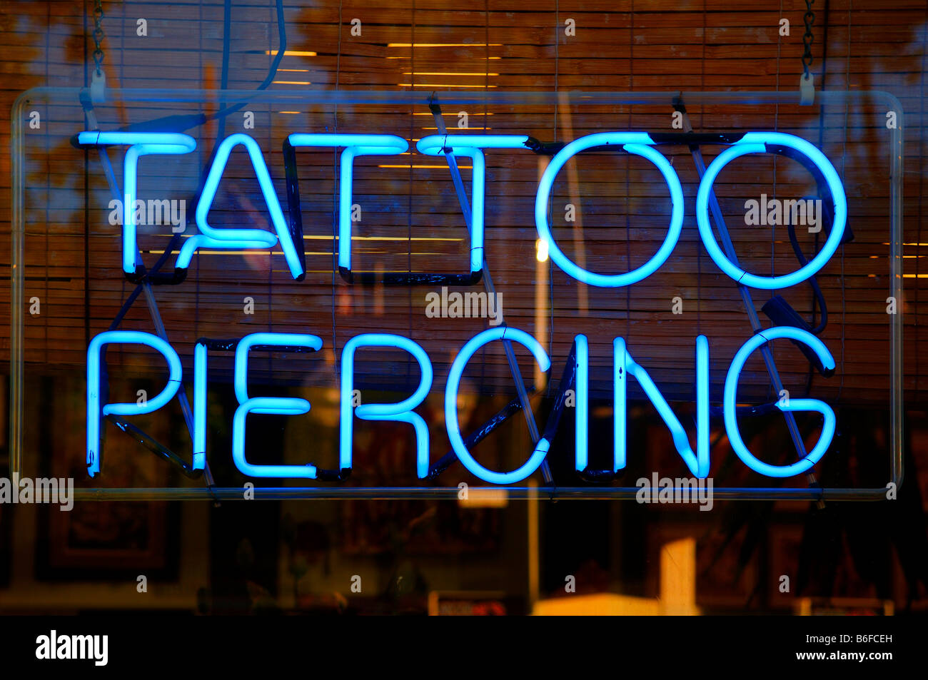neon sign tattoo piercing new york city ny usa stockfoto bild 21237401 alamy. Black Bedroom Furniture Sets. Home Design Ideas