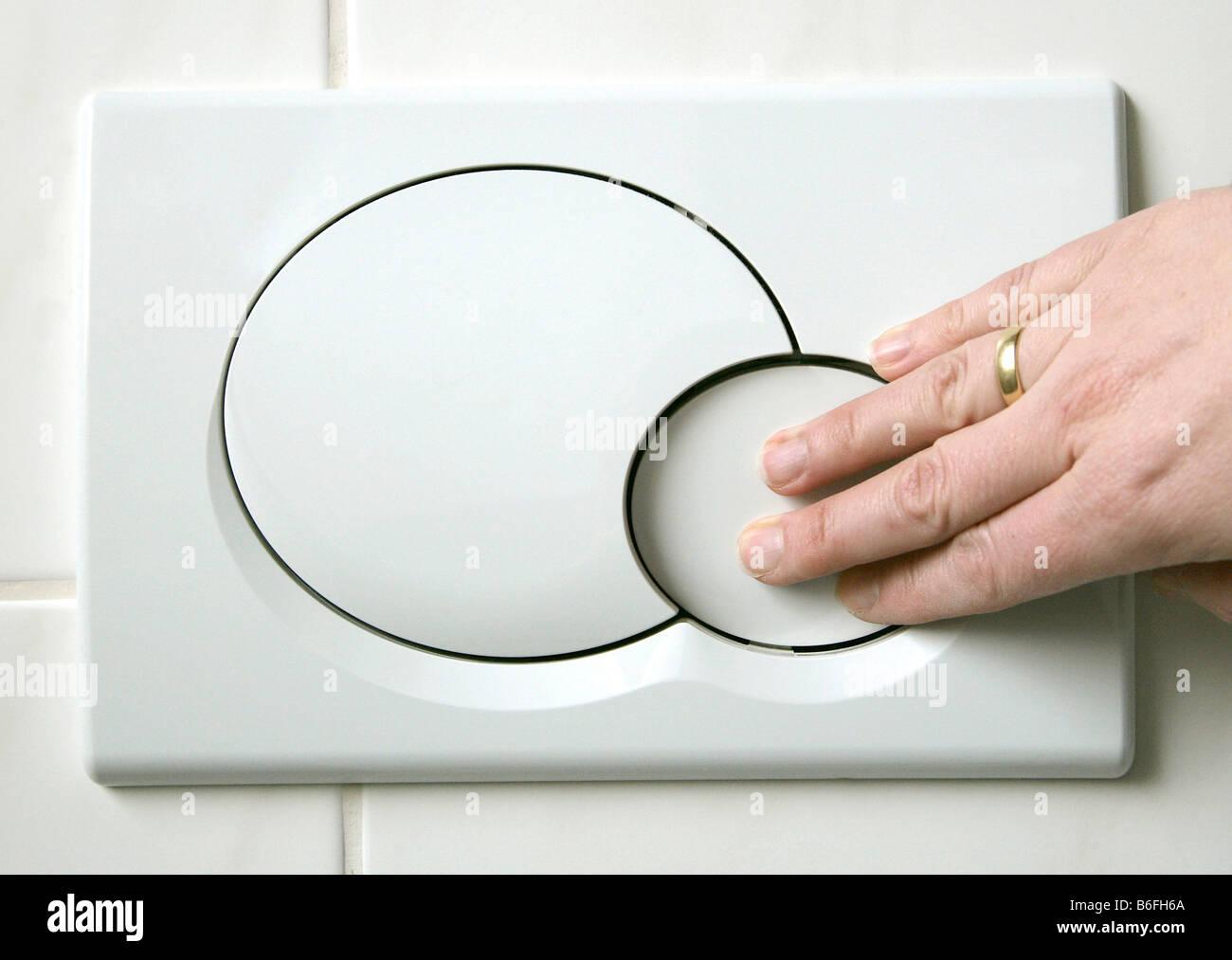 hand dr cken der niedrig flush taste auf eine zwei tasten wc sp lung system zur reduzierung der. Black Bedroom Furniture Sets. Home Design Ideas