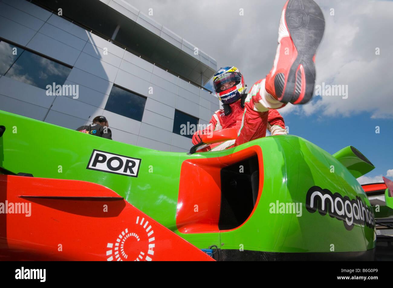 Treiber Filipe Albuquerque A1 Team Portugal verlässt sein Auto nach Qualifikation bei A1GP World Cup of Motorsport Stockbild