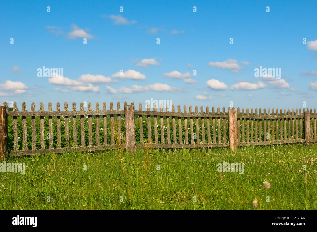 boundary fence stockfotos boundary fence bilder alamy. Black Bedroom Furniture Sets. Home Design Ideas