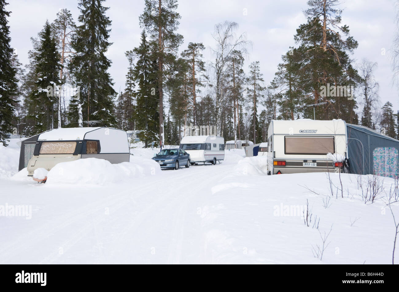 winter camping caravan stockfotos winter camping caravan bilder alamy. Black Bedroom Furniture Sets. Home Design Ideas