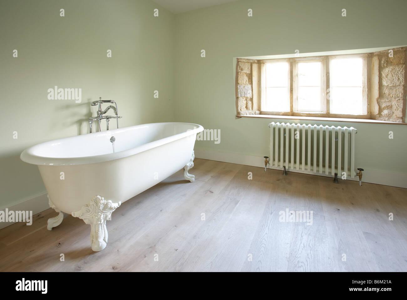 Freistehenden viktorianischen Stil weiße Bad Badewanne ...