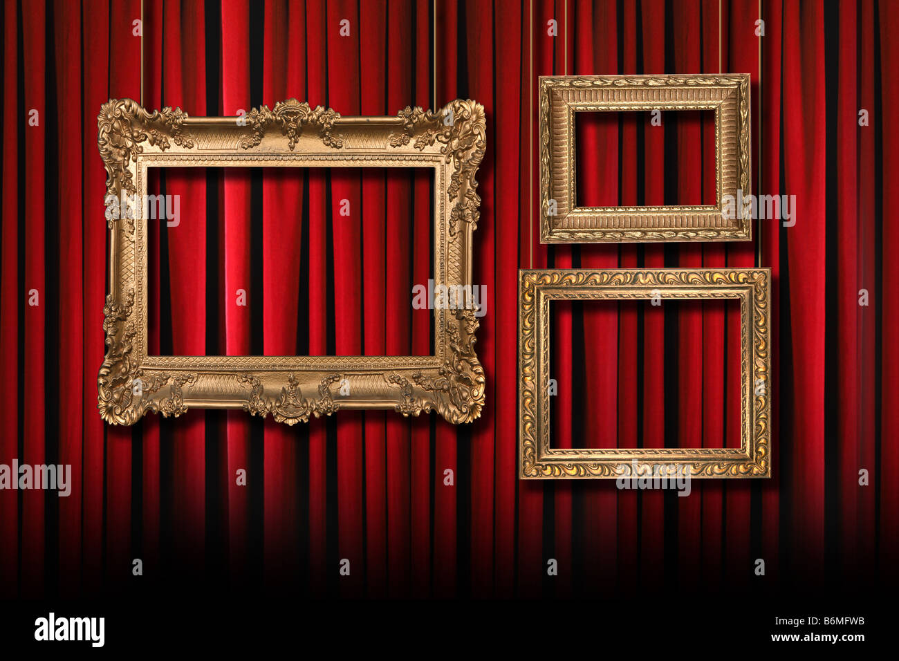Red Stage Theater Vorhänge mit 3 Frames hängenden Gold Stockfoto ...
