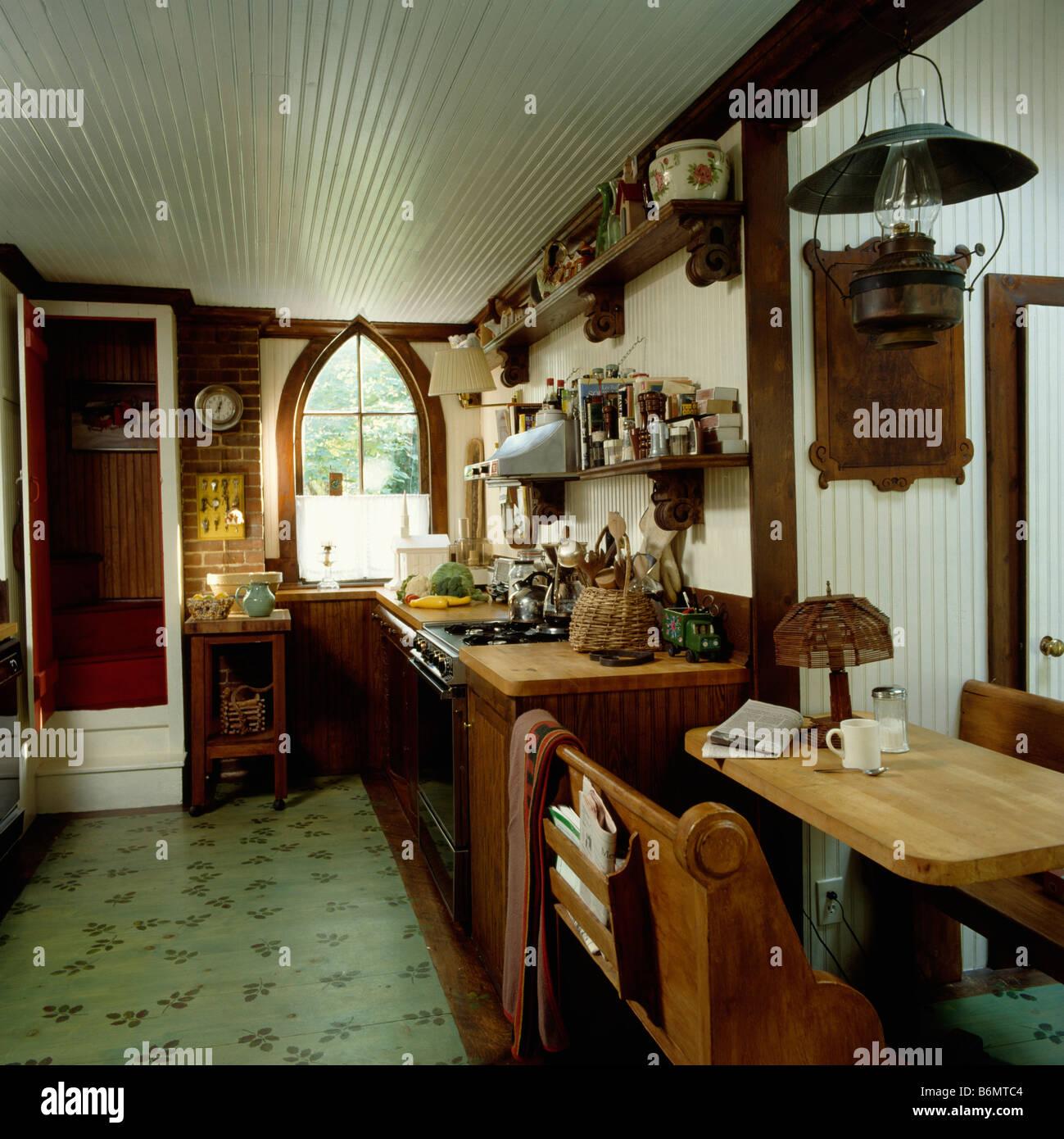 Kleine Kiefer Tisch Und Stuhle Im Landhauskuche Mit Gruner