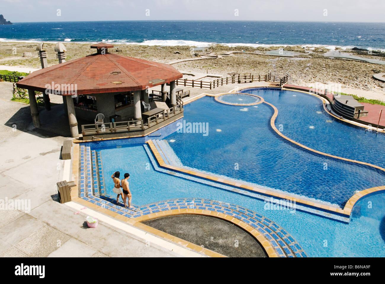 Blickfang Pool Salzwasser Sammlung Von Taiwan, Paar Waten Im Im Grünen Insel