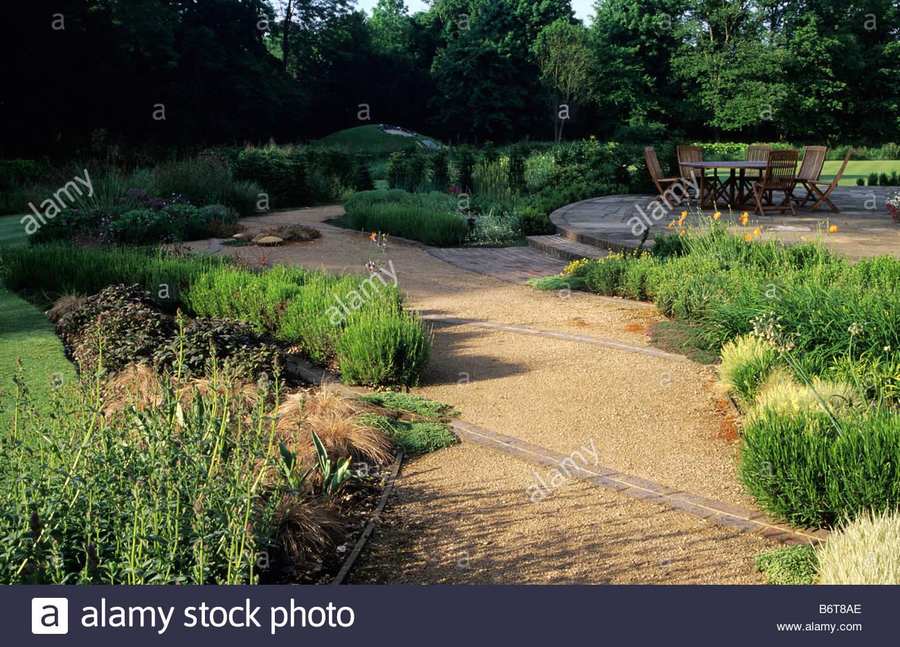 Private garten hampshire design barbara hunt moderner gartengestaltung kies weg terrasse - Gartengestaltung kies ...