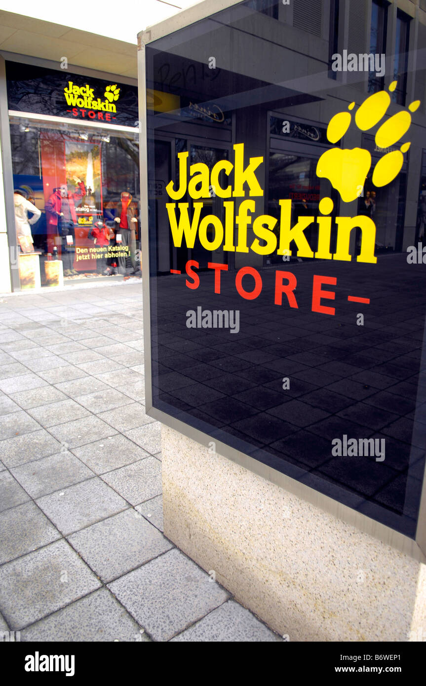 a71a9bbb37699a Jack Wolfskin Store Outdoorbekleidung Berlin Deutschland deutschland ·  David Crausby   Alamy Stock Foto