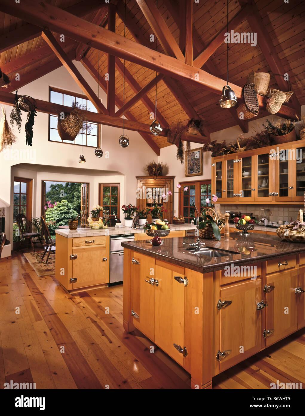 Land, Küche, hölzerne Balkendecke Schränke geräumig Insel Granit ...