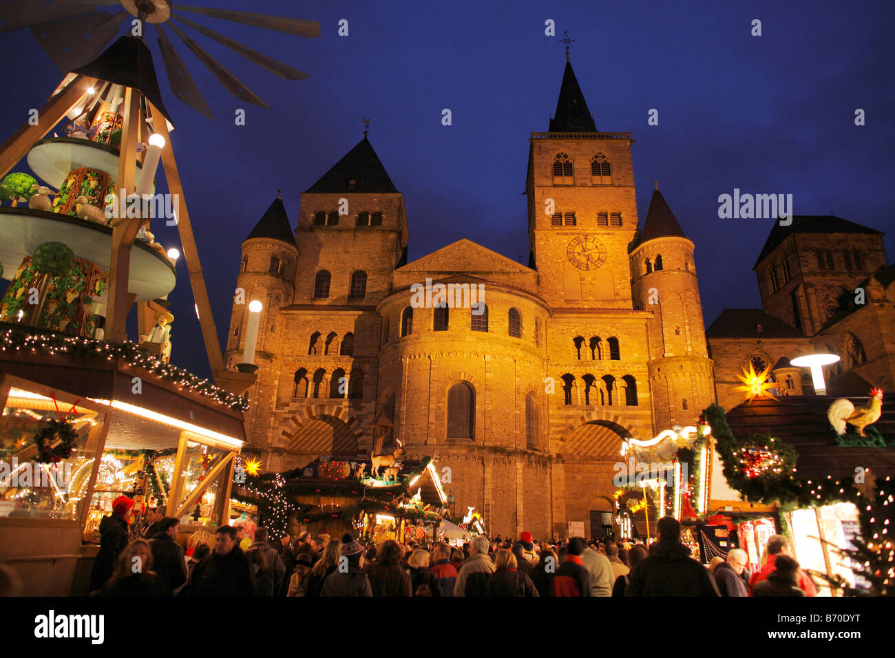 trier germany dusk christmas stockfotos trier germany. Black Bedroom Furniture Sets. Home Design Ideas